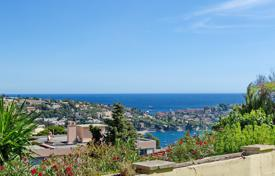 Apartments for sale in Villefranche-sur-Mer. Apartment Villa Overlooking the Villefranche bay