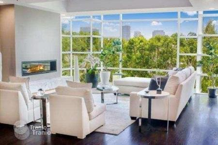 3 bedroom apartments for sale in North America. Premium apartment with panoramic city view in condominium with pool, spa and banquet hall, Los Angeles, USA