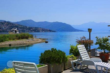 Apartments with pools by the sea for sale in Herceg-Novi. Apartment – Žvinje, Herceg-Novi, Montenegro
