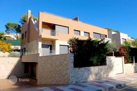 Coastal residential for sale in Castell Platja d'Aro. Terraced house – Castell Platja d'Aro, Catalonia, Spain