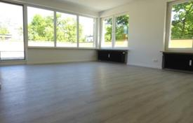 1 bedroom apartments for sale in Bavaria. Apartment with a terrace, in a renovated residence with a garage, in Bogenhausen district, Munich, Germany