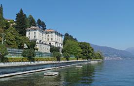 Property for sale in Piedmont. Duplex Apartment with views of the lake in a historic 19th-century mansion with a park, swimming pools and a private jetty, Piedmont