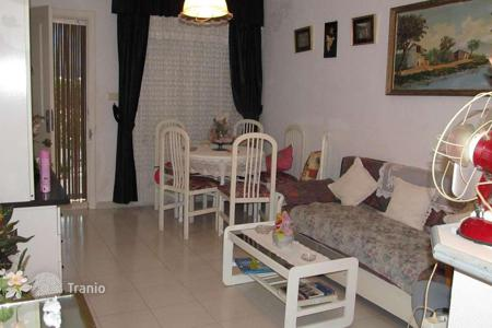 Cheap townhouses for sale in Valencia. Cosy bungalo near the beach, Torrevieja, Spain
