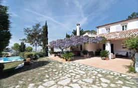 Houses with pools for sale in Marche. Furnished villa with a terrace, a garden and a swimming pool near Pesaro, Italy