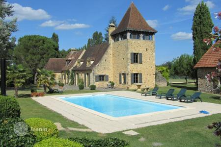 Luxury 6 bedroom houses for sale in Aquitaine-Limousin-Poitou-Charentes. Restored country estate of the XVII century with 126 acres plot, chapel, pond and swimming pool, near Le Bugue, Dordogne, Aquitaine, France
