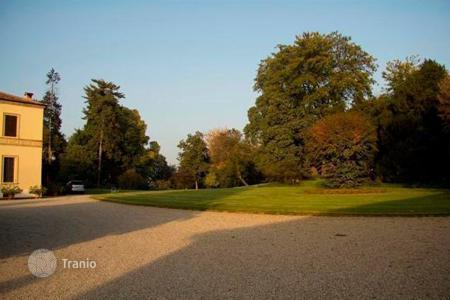 Luxury houses for sale in Lombardy. 18th century VILLA with park — LOMBARDY CAMPAIGN