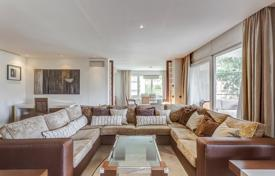 4 bedroom apartments for sale in Barcelona. Renovated apartment with a terrace in a residence with a concierge and a garden in a prestigious area, Barcelona, Spain