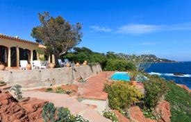 Luxury property for sale in Saint-Raphaël. Villa with a pool, terraces and direct access to the sea, in a guarded residence on a hill of red rocks, Saint-Raphael, Côte d'Azur