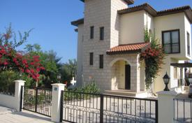 Houses with pools by the sea for sale in Northern Cyprus. Elegant villa with swimming pool in Kyrenia