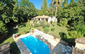 Cheap 3 bedroom houses for sale in Côte d'Azur (French Riviera). Villa – Grasse, Côte d'Azur (French Riviera), France