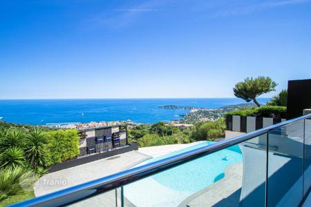 Luxury 4 bedroom houses for sale in Villefranche-sur-Mer. Sumptuous contemporary villa in Villefranche sur Mer