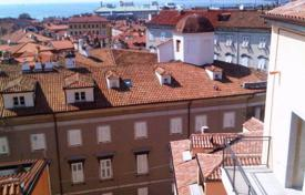 Property for sale in Trieste. Residence with swimmingpool, apartment with 1 bedroom, livingroom, kitchenette, spacious terrace, private parking