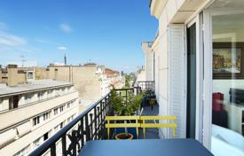 4 bedroom apartments for sale in Paris. Paris 16th District – A 130 m² duplex apartment