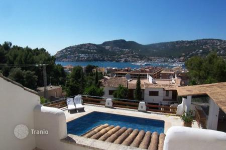 Luxury 4 bedroom houses for sale in Majorca (Mallorca). Villa in a classic Spanish style in Port Andratx, Mallorca