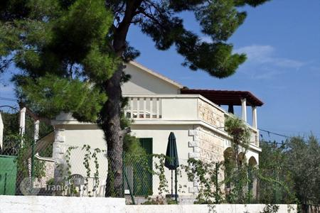 Coastal houses for sale in Split-Dalmatia County. House on island Braс
