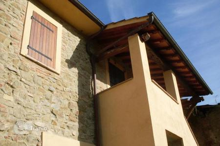 Houses for sale in Umbria. Spacious cottage near Perugia, Todi and Trasimeno
