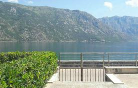 Apartments with pools for sale in Tivat. Spacious apartment in the waterfront building