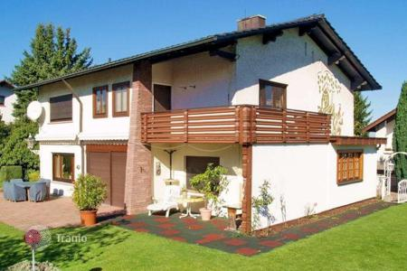 4 bedroom houses for sale in Baden-Wurttemberg. A two-storey, comfortable house with a garden in Shtaynbahe, near Baden-Baden