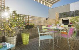 Luxury 3 bedroom apartments for sale in Paris. Paris 17th District – A duplex apartment with terraces enjoying open views
