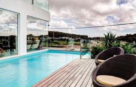 Houses with pools for sale in Lisbon. Villa in a small condominium in Malveira da Serra