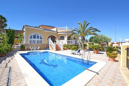 Houses for sale in Gran Alacant. Large 4 bedroom villa with views, basement and private pool in Gran Alacant