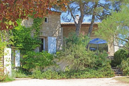 Residential for sale in Murs. Close to Gordes — In luxurious nature