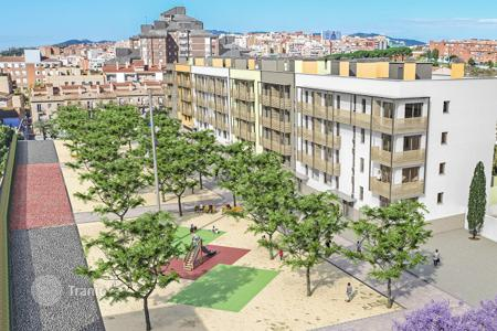 New homes for sale in Badalona. The apartment in a new building in the center of Badalona, close to the sea. Installment!