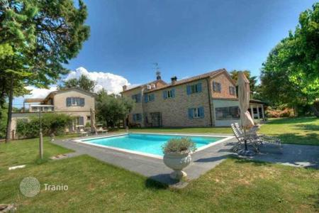 Houses for sale in Marche. Luxury villa between the sea and the mountains