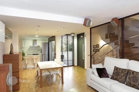 Townhouses for sale in Barcelona. Two floors semi-detached house in center of Horta