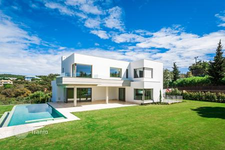 4 bedroom houses for sale in Andalusia. Modern contemporary house for sale in Altos de Valderrama