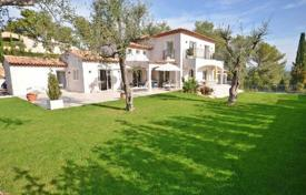 4 bedroom houses for sale in Saint-Paul-de-Vence. Villa – Saint-Paul-de-Vence, Côte d'Azur (French Riviera), France