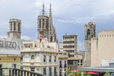 5 bedroom apartments for sale in Catalonia. Apartment in the Gothic Quarter of Barcelona, with views of the Cathedral