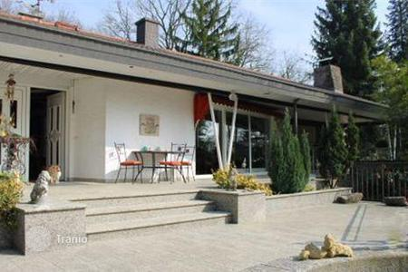 Houses with pools for sale in Germany. The spacious 2-storey villa with a plot of land in the suburb of Heidelberg