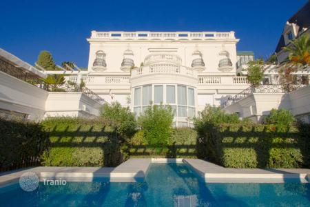 Apartments with pools for sale in Nice. Apartment in a Belle Epoque residence in Nice, on the Cote-d`Azur, France