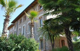 Property for sale in Lake Garda. Villa – Garda, Veneto, Italy
