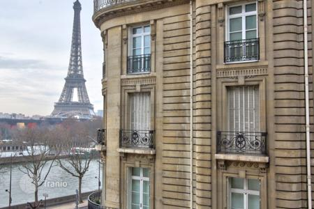 1 bedroom apartments to rent in Paris. PARIS 16/ ALMA — EIFFEL TOWER AND RIVER SEINE VIEWS