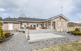 5 bedroom houses for sale in Northern Europe. Cottage with a sauna and modern equipment, on a plot by a lake with a private beach, 15 minutes drive from the city center, Lahti, Finland