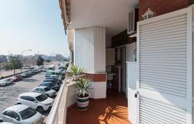 Coastal residential for sale in Badalona. Three-bedroom flat in Badalona