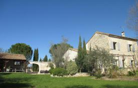 4 bedroom houses for sale in Bouches-du-Rhône. Detached house – Arles, Bouches-du-Rhône, Provence — Alpes — Cote d'Azur, France