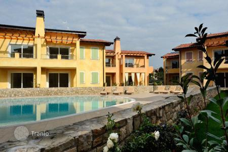 Cheap apartments with pools for sale in Lombardy. Apartment - Desenzano del Garda, Lombardy, Italy