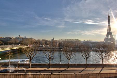 3 bedroom apartments to rent in Paris. PARIS 8/ ALMA — EIFFEL TOWER AND RIVER SEINE VIEWS