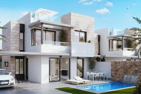 3 bedroom houses for sale in Alicante. Villa with private swimming pool in Orihuela Costa