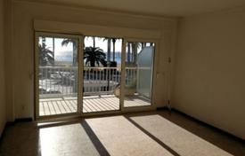 3 bedroom apartments for sale in Tarragona. Apartment on the first line from the sea, Salou, Spain