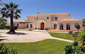 Luxury residential for sale in Portugal. Superb Villa with 4 Bedroom Suites, Sea Views, Swimming Pool & close to Loulé