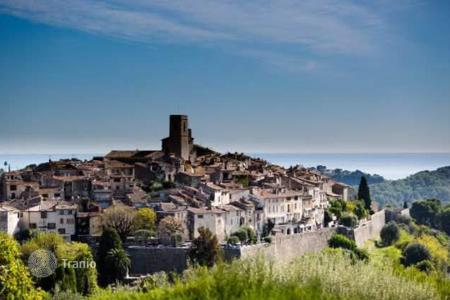 Luxury 5 bedroom houses for sale in Saint-Paul-de-Vence. St PAUL DE VENCE Villa with amazing sea and old village view