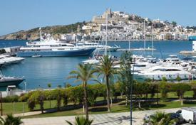 Luxury apartments with pools for sale in Balearic Islands. Grand Apartment on the Marina Waterfront