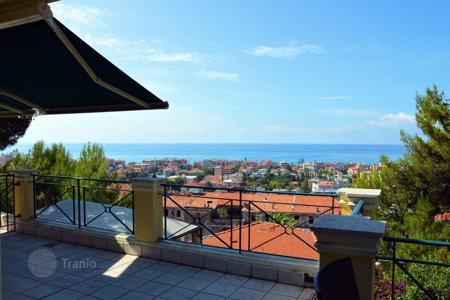 5 bedroom apartments for sale in Italy. Two-level furnished apartment with two entrances, a garden with a gazebo and a panoramic sea view, in the center of Bordighera, Italy