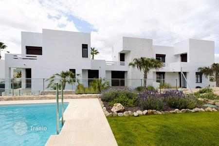 Apartments with pools for sale in Algorfa. Sizable apartments of 2 or 3 bedrooms + garden, terrace and solarium in La Finca, Algorfa