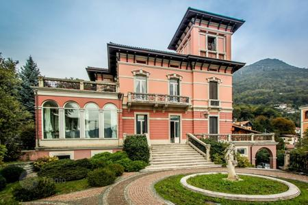 Luxury houses for sale in Cernobbio. Historic villa with panoramic views of the city and Lake Como Cernobbio