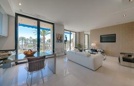 Luxury 2 bedroom apartments for sale in Côte d'Azur (French Riviera). Comfortable two-bedroom apartment with a sea view and a garage, Cannes, France
